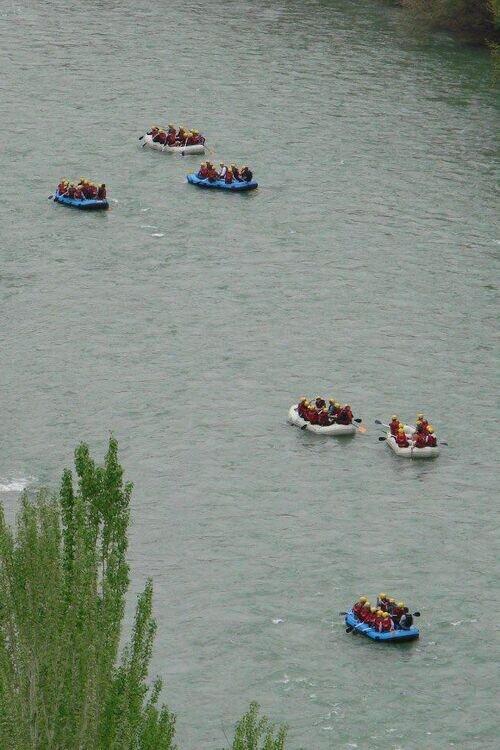 رفتینگ ( قایق سواری در رودخانه خروشان )