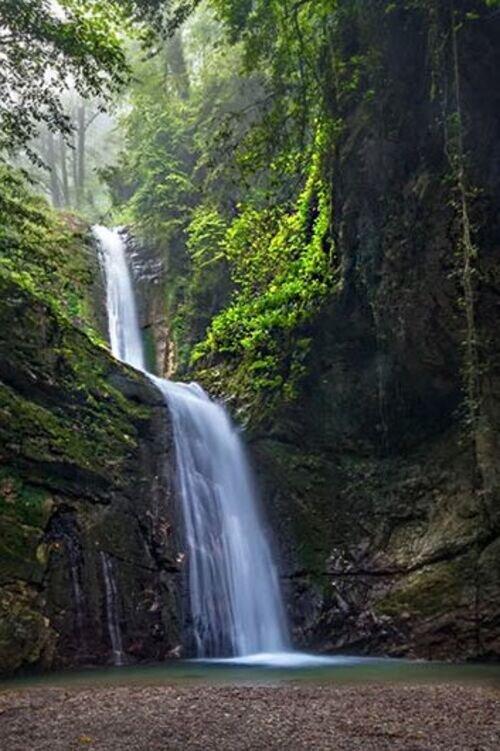 دریاچه فراخین و آبشار دارنو