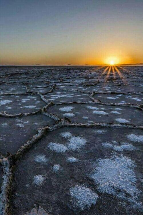 تور کویر ورزنه  با آفرود شبانه   دریاچه نمک خارا